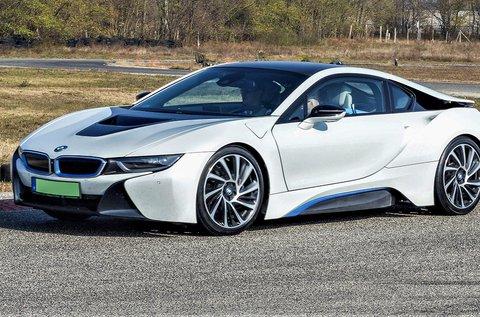Vezess egy BMW i8 plug-in Hybrid autót 3 körön át!