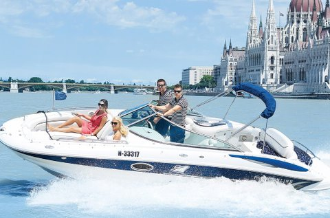 1 órás városnézés a Dunán motoros yachttal
