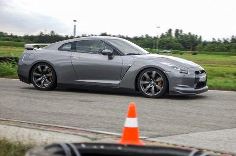 Száguldj egy Nissan GT-R sportkupéval 3 körön át!