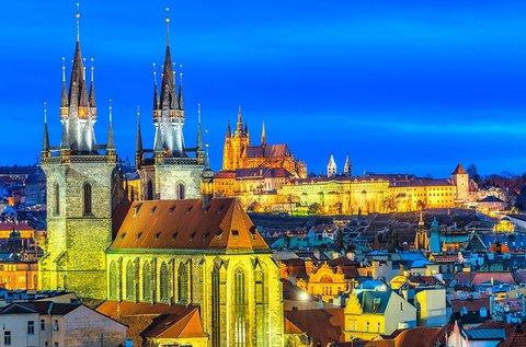 Városnézés a száztornyú Prágában, buszos úttal