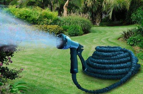 Víznyomásra táguló locsolócső szórófejjel