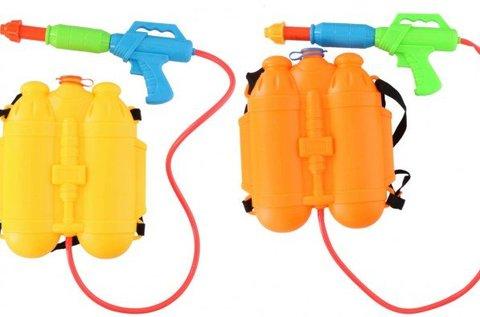 Háti tartályos, pumpás vízipisztoly