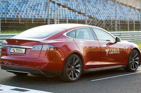 4 körös vezetés Tesla Model S elektromos autóval