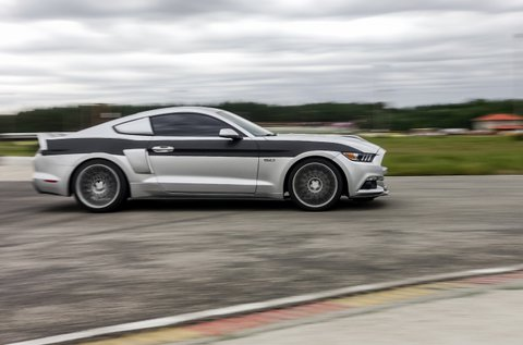 Ford Mustang élményvezetés 3 körön át