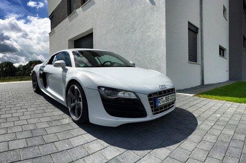 Száguldj egy Audi R8 sportkocsival 2 körön át!