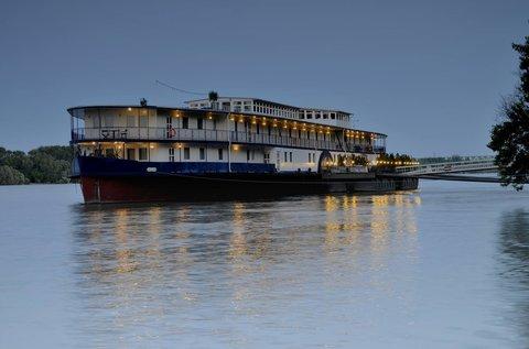 Romantikus pihenés Budapesten, egy hajón