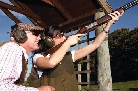 Szabadtéri agyaggalamb lövészet oktatással