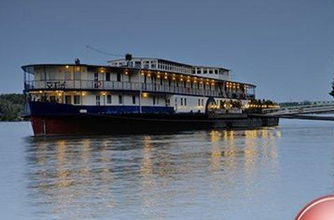 Romantika egy Duna-parton horgonyzó hajón