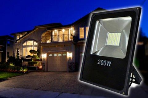 200 W-os LED technológiás reflektor