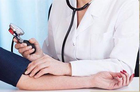 Laboratóriumi vizsgálat vérnyomásméréssel
