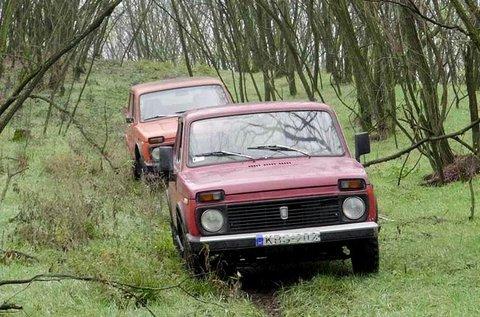 Lada Niva retro offroad élményautózás 3 fő részére