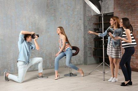 Profi műtermi fotózás stylist segítségével
