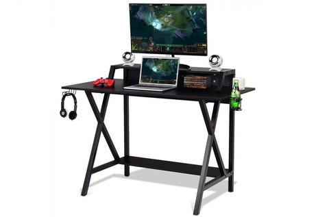 Gamer asztal emelvénnyel a monitornak, hangfalnak