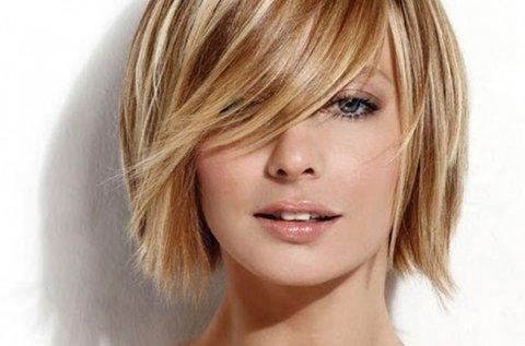 Melírozás és hajvágás vállig érő hajhosszra