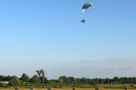 60 perces tandem motoros siklóernyőzés