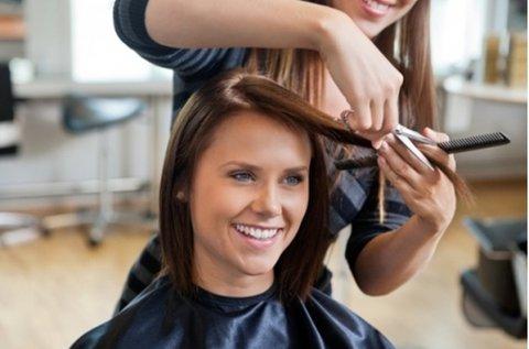 Új frizura melegollós hajvágással, félhosszú hajra