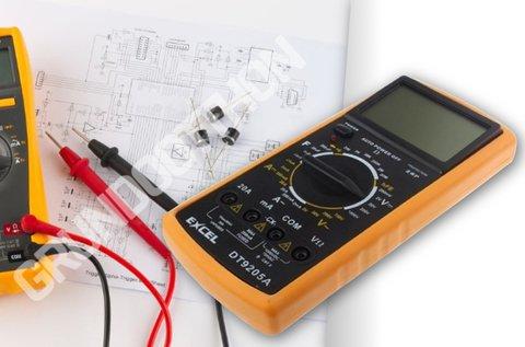 Digitális feszültségmérő tranzisztor és dióda teszttel