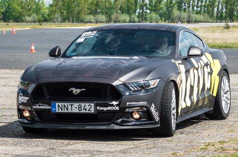 Ford Mustang GT izomautó vezetése 8 körön át