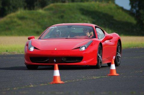 Ferrari 458 Italia élményvezetés 4 körön át