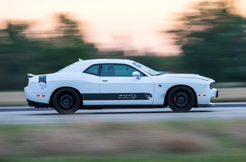 3 körös Dodge Challenger HellCat izomautó vezetés