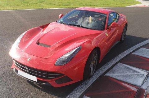 12 körös Ferrari F12 Bernelitta élményvezetés