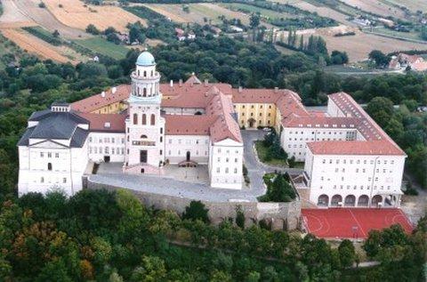 Márton-napi látogatás Pannonhalmán és Győrben