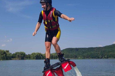 30 perc flyboardozás egy tengerkék vizű tavon