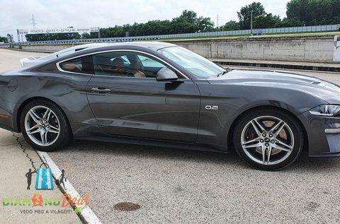 Csapj a lovak közé egy Ford Mustang GT nyergében!