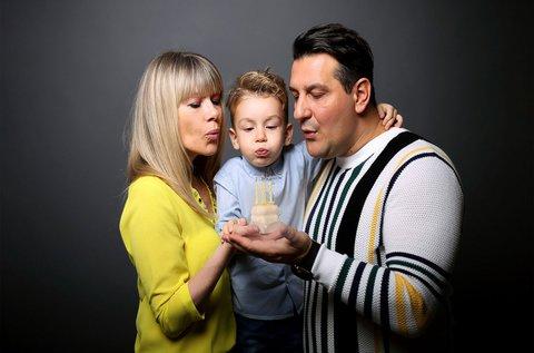 1 órás műtermi családi fotózás legfeljebb 5 főnek
