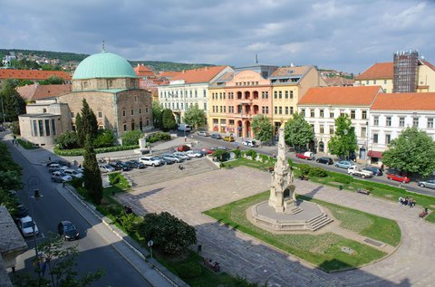 Pécsi kikapcsolódás a várfal szomszédságában