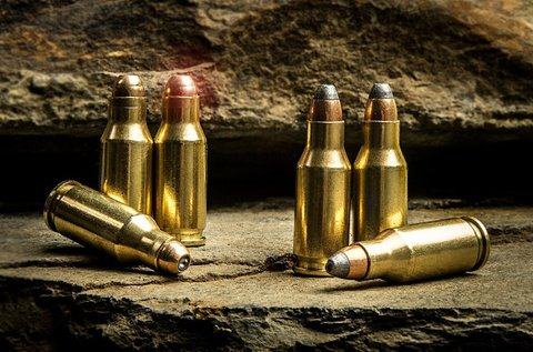 Tarts célra 150 lövés erejéig, 3 különböző fegyverrel!