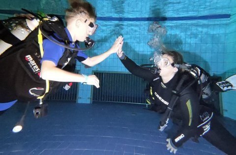 Próbamerülés medencében 2 fő részére