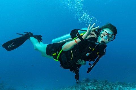Nyílt vízi próbamerülés víz alatti fotókkal és videókkal