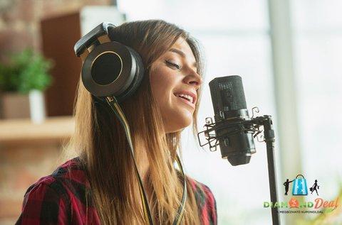 Dal feléneklése profi hangstúdióban
