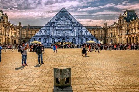 Városlátogatás az ezerarcú Párizsban repülővel
