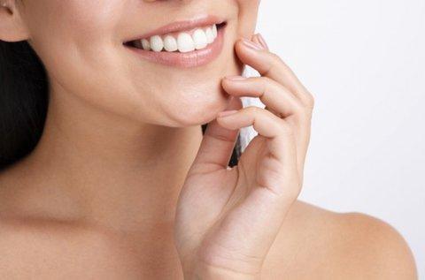 Csillogó mosoly ultrahangos fogkő-eltávolítással