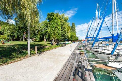 Tihanyi pihenés közvetlenül a Balaton partján