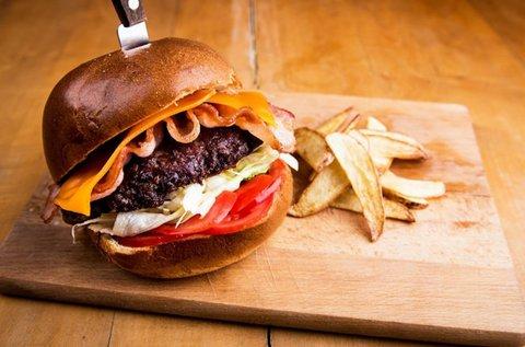 Kézműves burger 2 főnek steakburgonyával