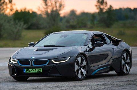 BMW i8 elektromos sportautó vezetés 4 körön át