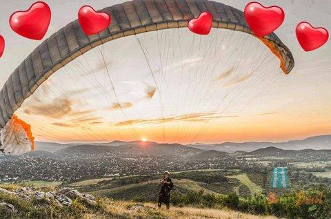 Páratlan élmény tandem siklóernyős repüléssel