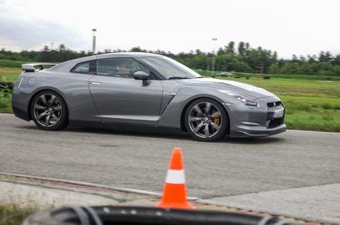 Száguldj Nissan GT-R sportkupéval 3 körön át!