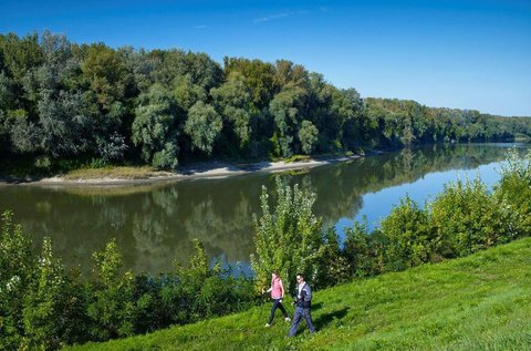 Stresszoldó pihenés egész évben a Tisza-parton