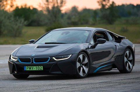 2 kör BMW i8 elektromos sportkocsi vezetés