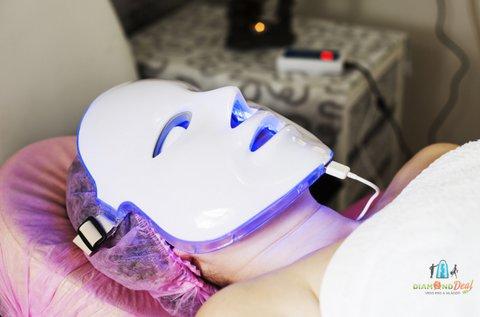 Hydro-proteines arckezelés LED-fényterápiával