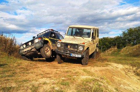 Off-road vezetési élmény kiépített akadálypályán