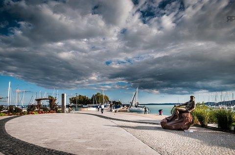 Pezsdítő pihenés tavasztól őszig Balatonfüreden