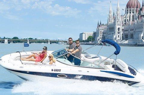 1 órás dunai városnézés yachttal akár 8 főnek