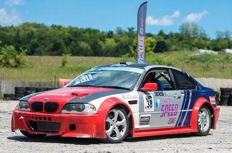 Vezess 60 percig egy BMW drift versenyautót!