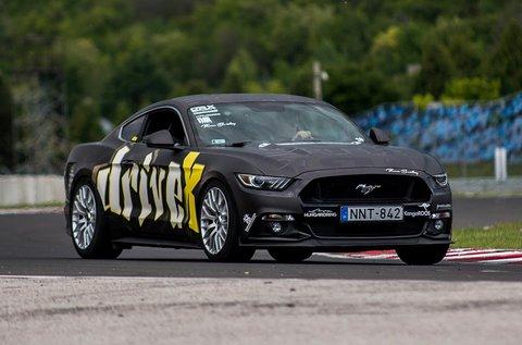 Ford Mustang és Mitsubishi EVO élményvezetés