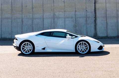 Taposs bele Lamborghini Huracan sportkocsival!